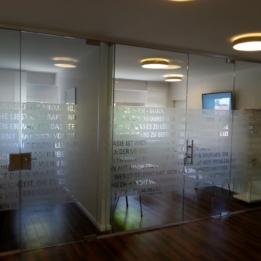 Schoendent - Glasdekorfolien im Wartezimmer