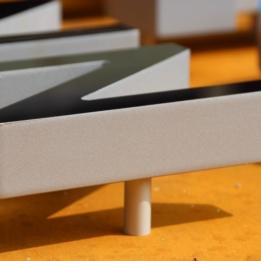 arvato Bertelsmann - Pylone mit Acrylglas-Schriftzug